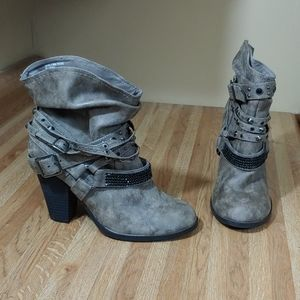 Daisy Fuentes Victoria Short Boots 8M